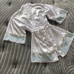 Flora Nikrooz White Silk Robe w/ Lace Details